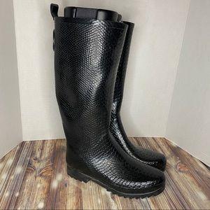 Stuart Weitzman- Amazonia Reptile Rubber Rain Boot
